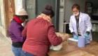 Familias en cuarentena en Madrid reciben paquetes de comida