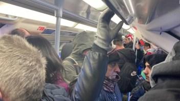 Aún con coronavirus, el metro de Londres está repleto