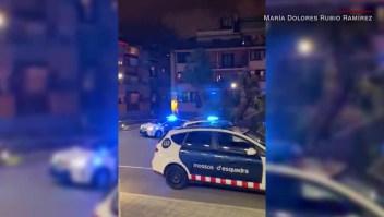 Así homenajea la policía de Barcelona a los médicos