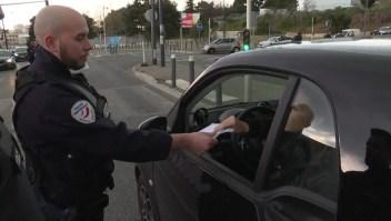 Policía francesa amenaza con detener controles de aislamiento si no reciben mascarillas