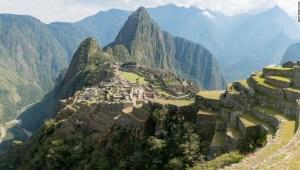 El Presidente De Peru Decreta Toque De Queda En Todo El Pais Cnn