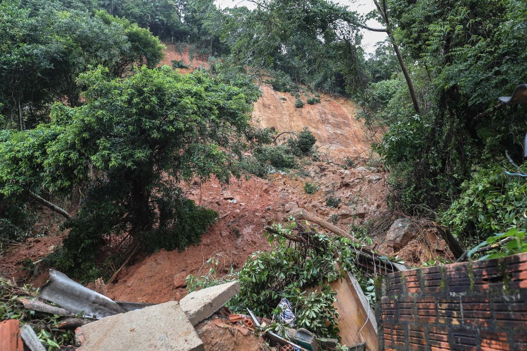 General view of the destruction caused by a landslide at the Morro do Macaco Molhado favela in Guaruja, 95 km from Sao Paulo, on March 3, 2020 after torrential rains killed at least 15 people in Brazil. - At least 15 people have been killed in torrential rain that hit the Brazilian states of Sao Paulo and Rio de Janeiro, triggering flash floods and destroying houses, authorities said Tuesday. Violent storms in recent days have dumped a month's worth of rain on some areas in a matter of hours, devastating poor neighbourhoods on the southern coast of Sao Paulo state and on the outskirts of Rio de Janeiro, the country's second-biggest city. (Photo by GUILHERME DIONIZIO / AFP) (Photo by GUILHERME DIONIZIO/AFP via Getty Images)