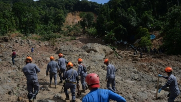 Firefighters search for victims of a landslide triggered by torrential rains during the week-end, in Barreira do Joao Guarda, a favela in Guaruja, 95 km from Sao Paulo, Brazil, on March 4, 2020. - More than 20 people have been killed in torrential rain that hit the Brazilian states of Sao Paulo and Rio de Janeiro in the past days, triggering flash floods and destroying houses, authorities said. (Photo by Nelson ALMEIDA / AFP) (Photo by NELSON ALMEIDA/AFP via Getty Images)