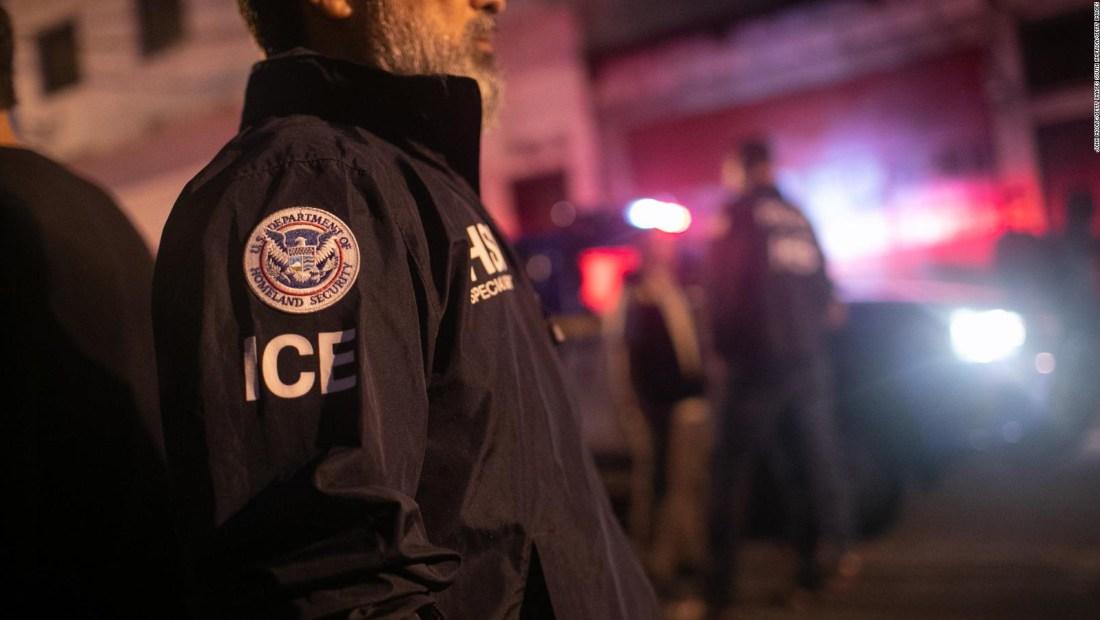 Más de 6.000 inmigrantes deportados bajo norma de emergencia
