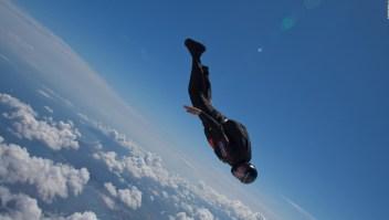 Un salto en paracaídas con vientos de más de 400 km por hora