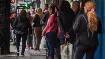 Argentina: Largas filas de jubilados intentando cobrar su mensualidad