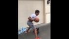 Trae Young juega baloncesto con su perro
