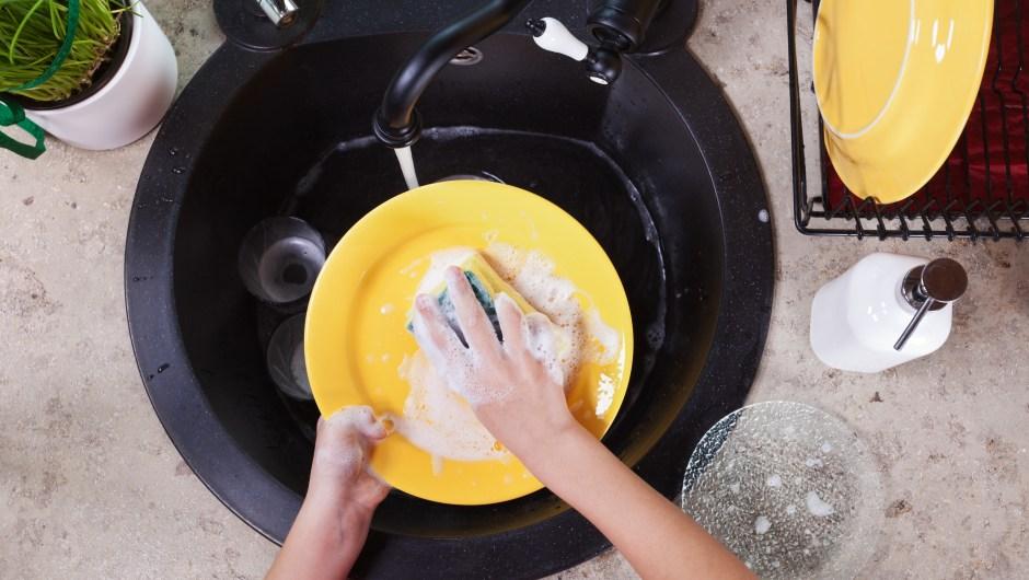 Fregar platos