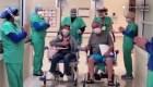 Así felicitan a pacientes que se recuperaron del covid-19