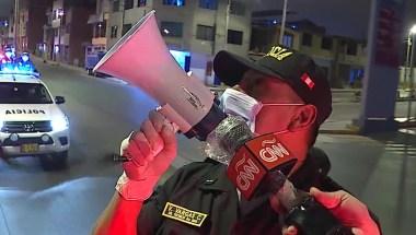 Pandemia En Peru Asi Vigila La Policia Que Nadie Viole El Toque De Queda Por El Coronavirus Video Cnn
