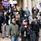 Medidas por coronavirus despiertan protestas en EE.UU.