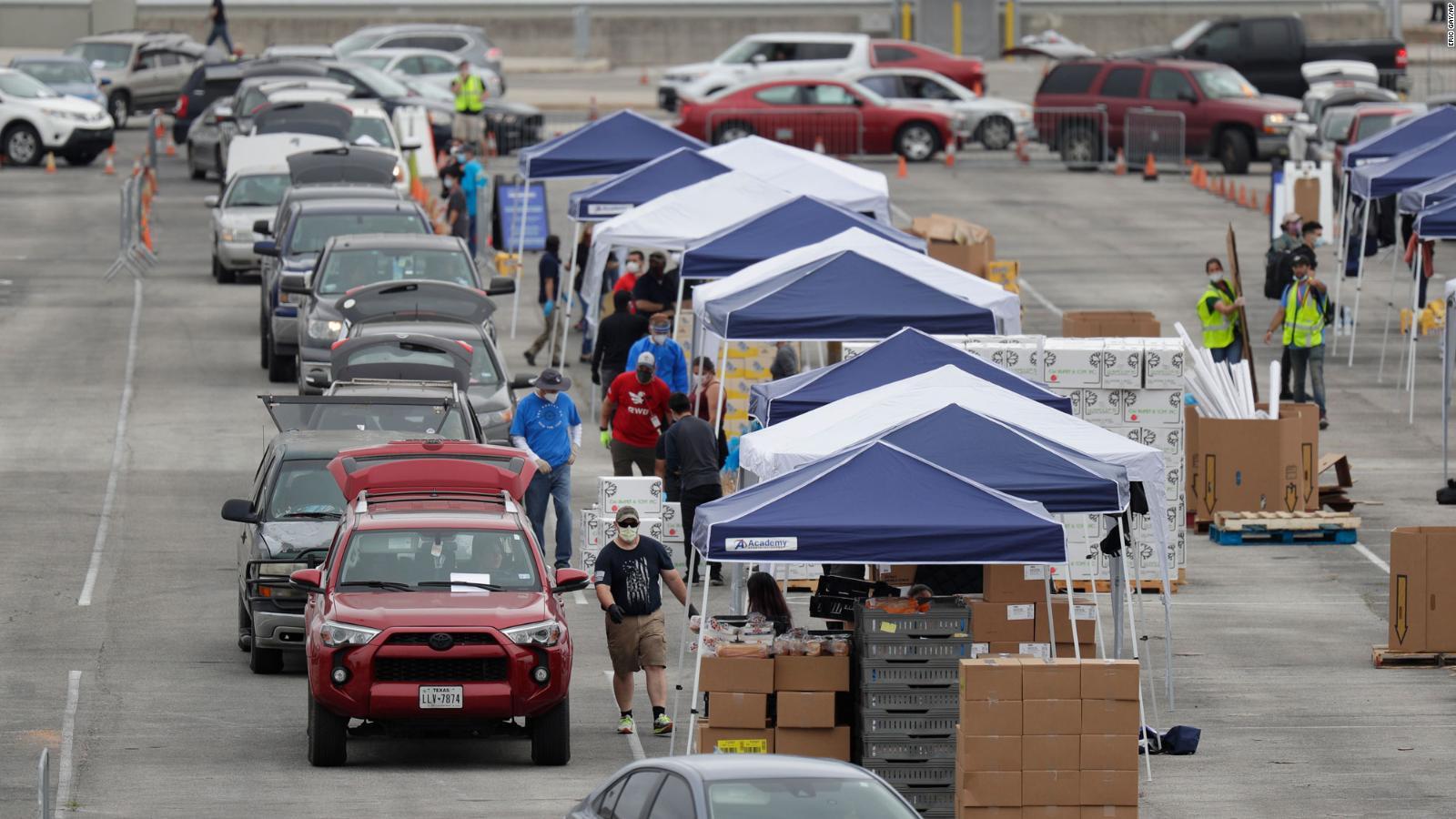 Covid-19 en EE.UU.: largas filas de autos para recibir donaciones de comida    Video   CNN