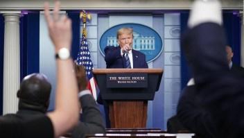 Trump dice que prohíbe la inmigración a EE.UU., ¿es así?
