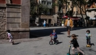 Españoles pueden salir a la calle, por un rato