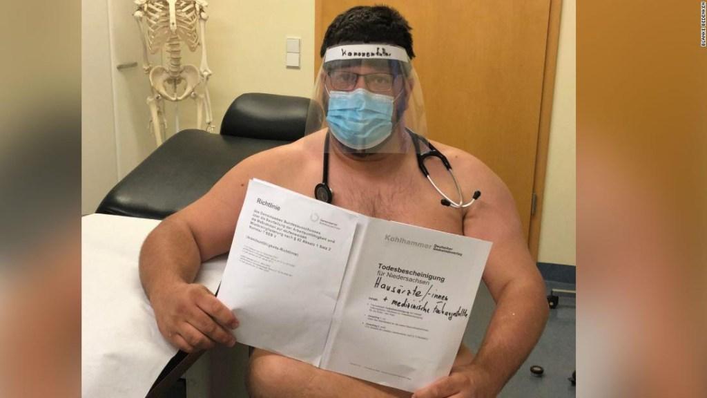 Médicos alemanes posan desnudos para protestar por la escasez de equipos de protección