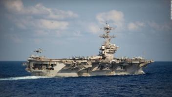 El comandante del portaaviones golpeado por un brote de coronavirus advierte que se necesita una 'acción decisiva' de la Marina