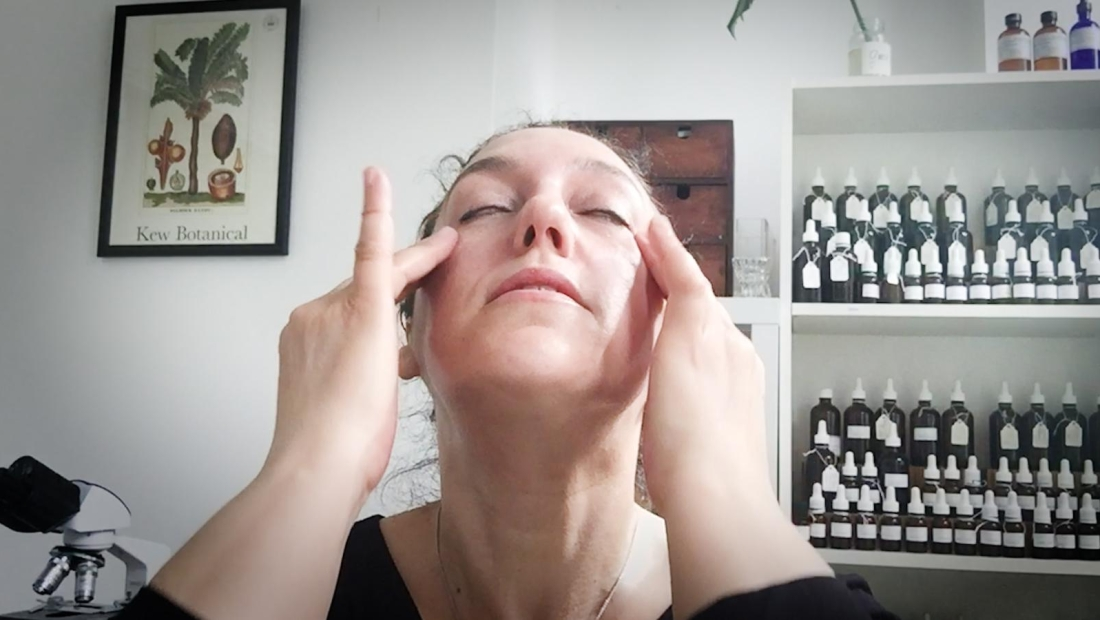 Con este masaje facial de un minuto te sentirás renovado