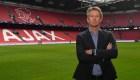 Edwin van der Sar, en defensa del Liverpool