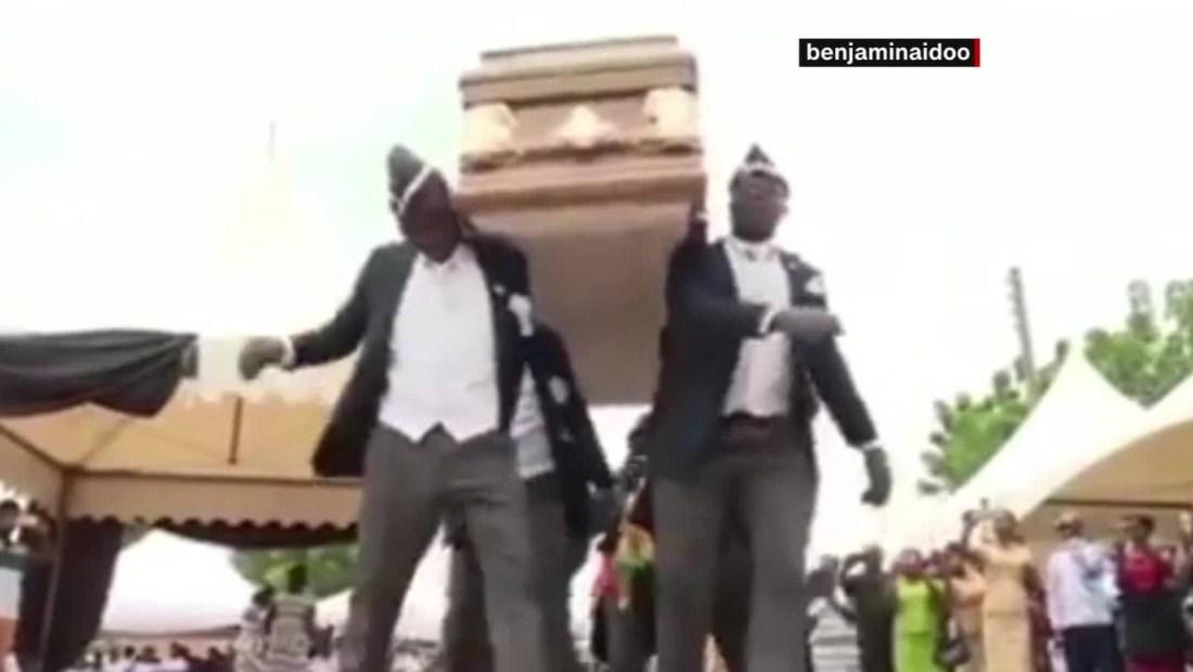 El mensaje del líder de los ghaneses que bailan con ataúdes