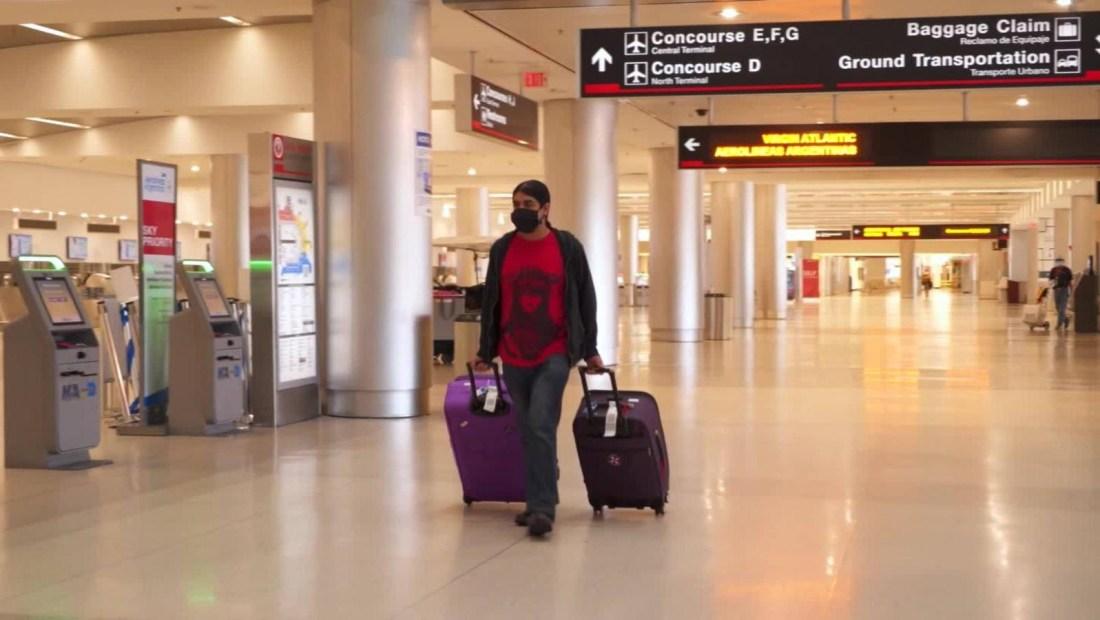 Turistas varados por covid-19 al fin regresarán a casa