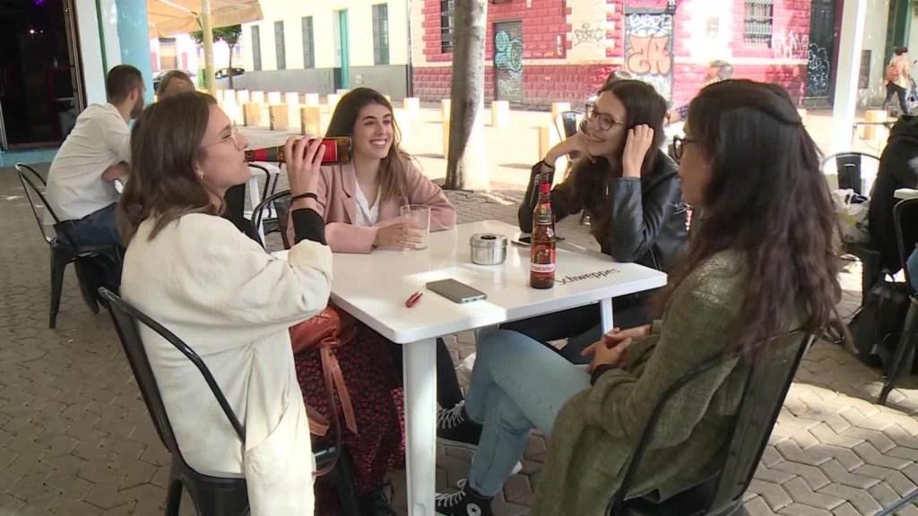 Sevilla reabre bares y restaurantes