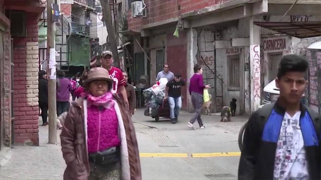 Barrios pobres sufren estragos del covid-19 en Buenos Aires