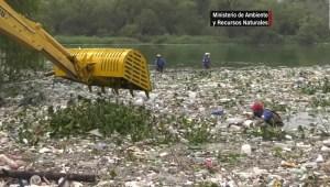 Guatemala: Lluvias arrastran 1.000 metros cúbicos de basura al lago Amatitlán