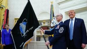Esta es la bandera de la Fuerza Espacial de EE.UU.