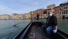 Venecia reabre y las góndolas aguardan por los turistas