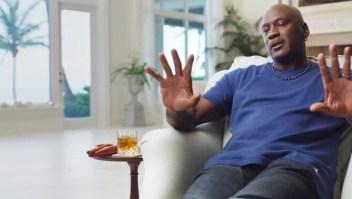 """""""The Last Dance"""": ¿qué hay en el vaso de Michael Jordan?"""