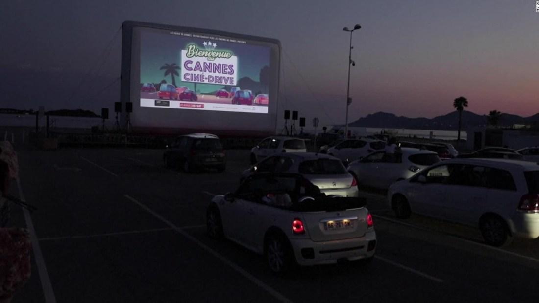 Cannes disfruta clásicos del cine desde sus autos