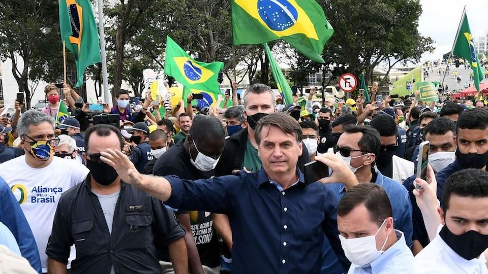 Brasil se enfrenta a una semana oscura mientras aumentan los casos de  covid-19 | CNN
