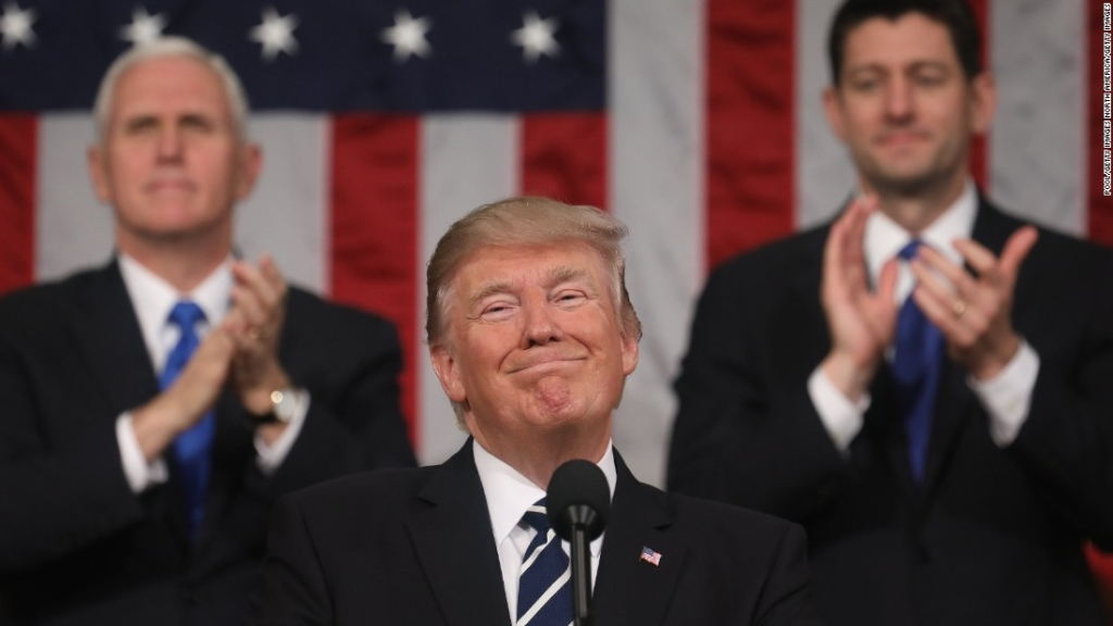 Un momento, ¿la aprobación de Donald Trump ha vuelto a subir?
