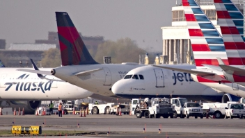 Las aerolíneas dicen que los recortes masivos de empleos son inevitables después de que el dinero de rescate se agota