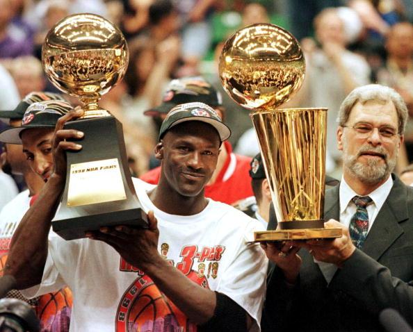 Michael Jordan ganó seis ytrofeos de 'MVP' en las finales y cino de temporada regular