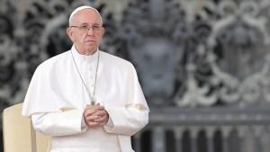 5 cosas para hoy: papa rinde homenaje a médicos y sacerdotes