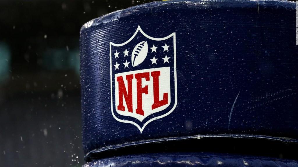 Jugadores de equipos de la NFL dan positivo por covid-19