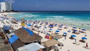 Cancún reabre al turismo en plena crisis por coronavirus