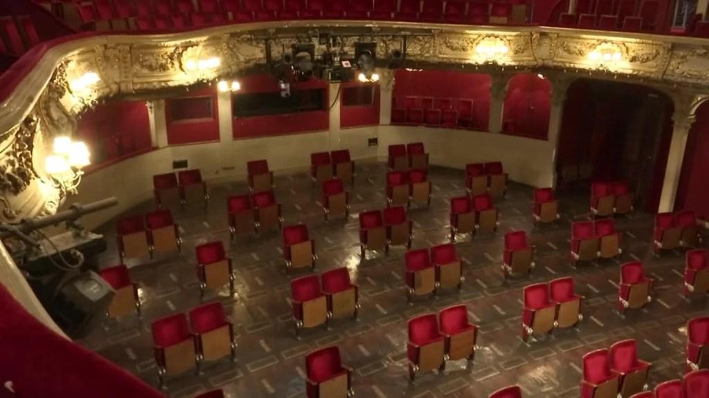Un teatro con distanciamiento físico que se volvió viral