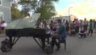 YT Pianista tocó en el medio de las protestas