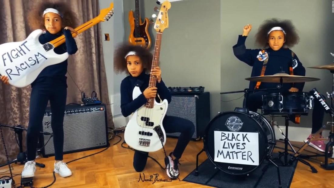 Una niña rockera protesta contra el racismo en el mundo