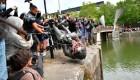 La estatua de un esclavista británico termina en el río