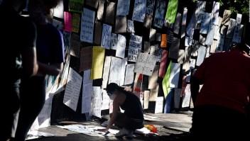 La Casa Blanca instala una valla y los manifestantes le ponen colores por Floyd
