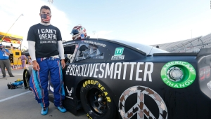 Nascar: piloto corre en auto con la frase Black Lives Matter
