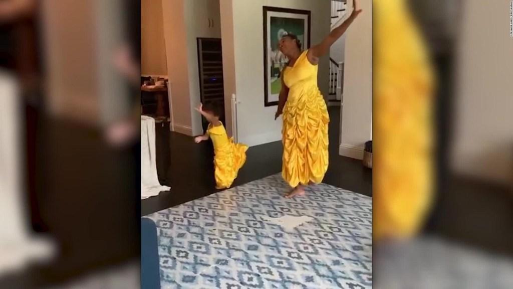 Serena Williams y su hija se disfrazan de princesa