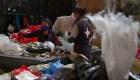 El difícil negocio de fabricar bolsas para cadáveres