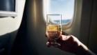 Aerolíneas restringen alcohol en vuelos