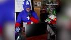 """""""Dr. Profe"""", el 'superhéroe' que da clases en Bolivia"""