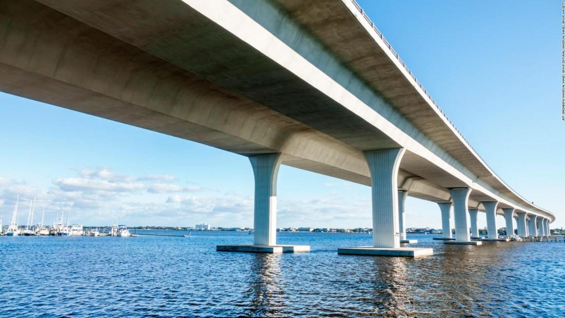 """Alertan por """"colapso inminente"""" de este puente en Florida"""