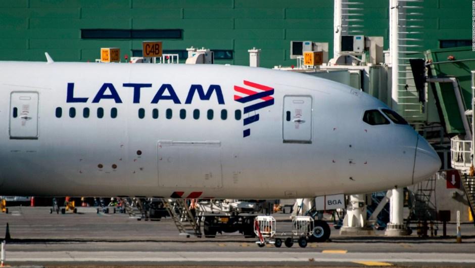 Latam Airlines Argentina cesa operaciones en el país